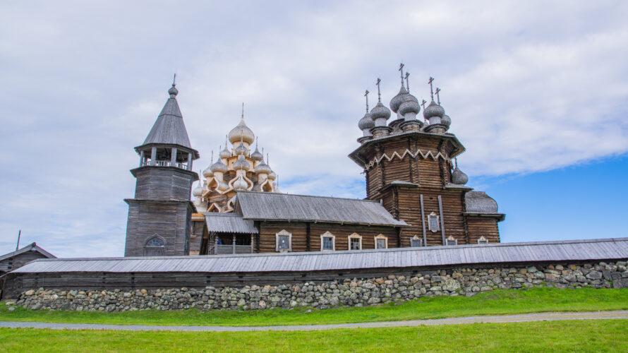 カレリア共和国の木造教会の島、キジ島